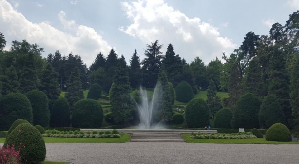 Vista dal Palazzo Estense sui giardini e la fontana